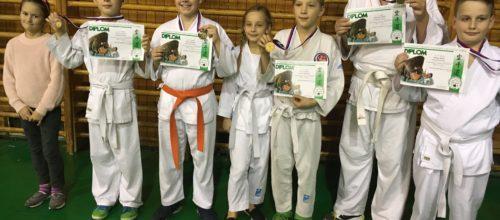 Prvé kolo žiackej ligy VÚKABU a naši ôsmi karateka